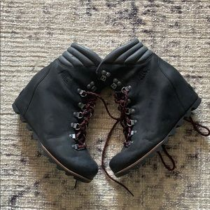 Sorel wedge boots- Joan of Arctic
